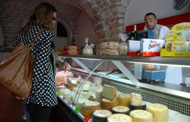 Tienda de quesos Allevatori Villanovesi