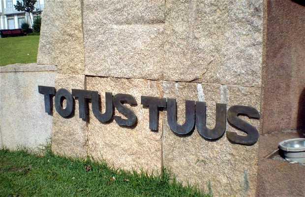"""Monumento """"Totus tuus"""""""