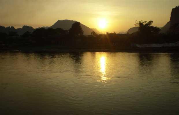 Atardecer en Vang Viang,junto al río