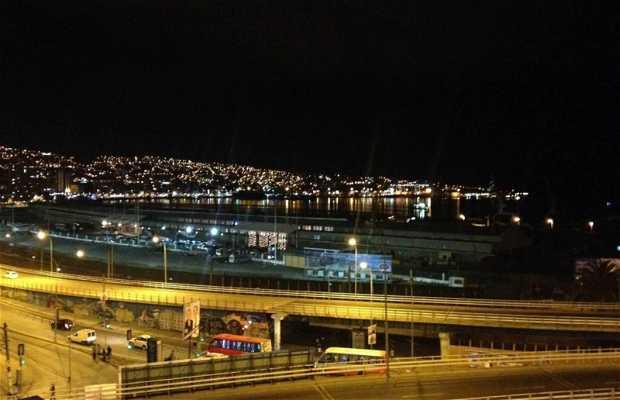 Vista nocturna de Valparaíso