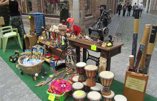 Feria de Antigüedades y usados en Sint-Salvator's Koor Straat