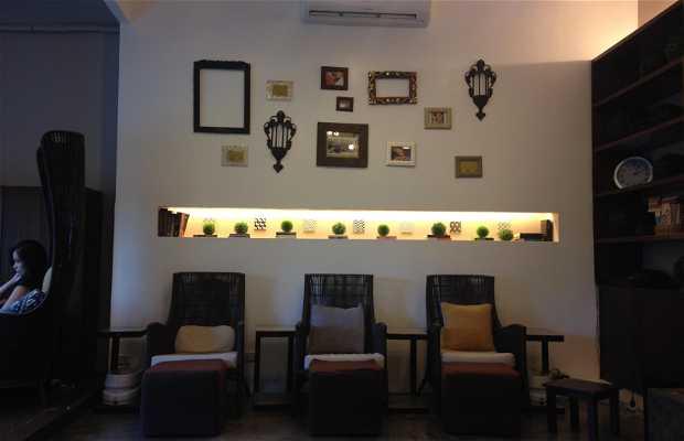 Manos Nail Lounge