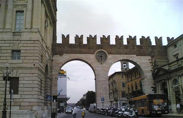 Puertas de Plaza Brà