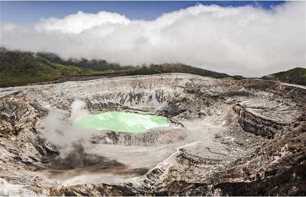 Le cratère principal du Poas