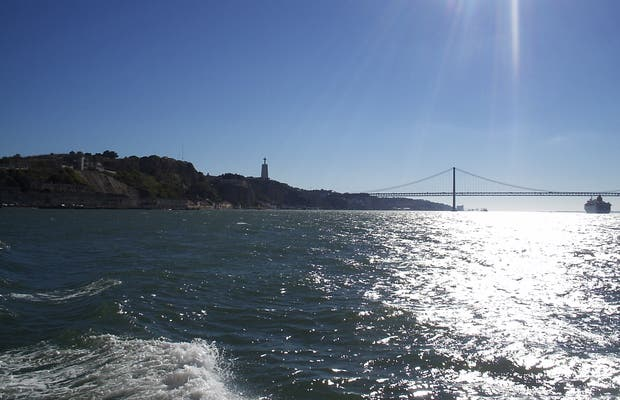 Passeio de Barco pelo Rio Tejo