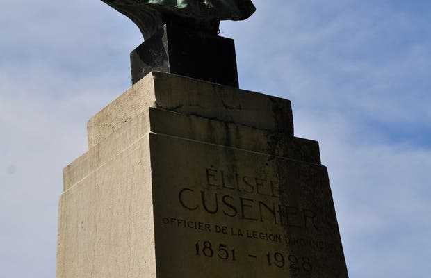 Statue of Elisée Cusenier