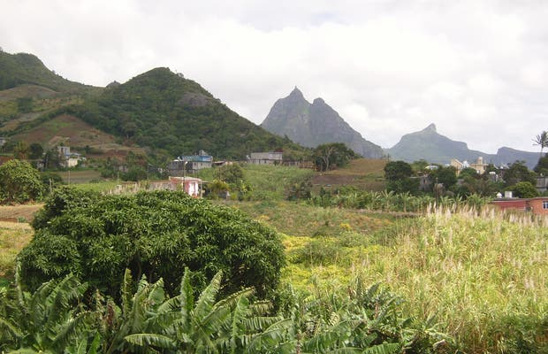 Road from Salazie to Port Louis