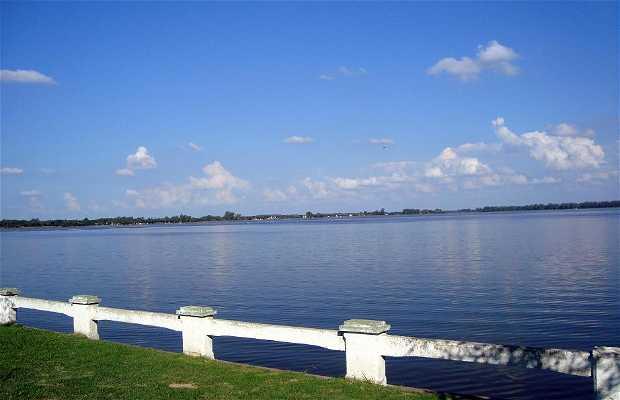 La Laguna Dorada
