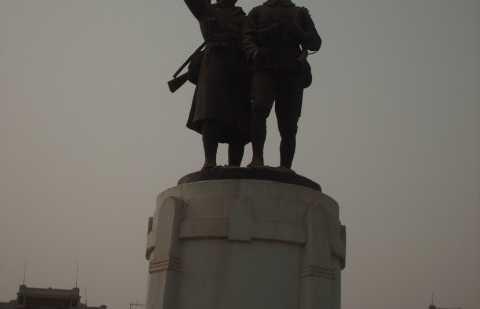 Estatua a los caidos senegaleses