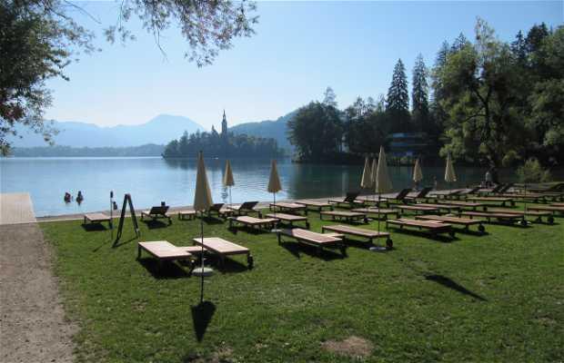 Parking a la orilla del Lago Bled