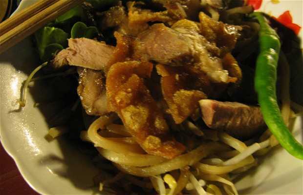 Mangiare e bere sul fiume Thu Bon