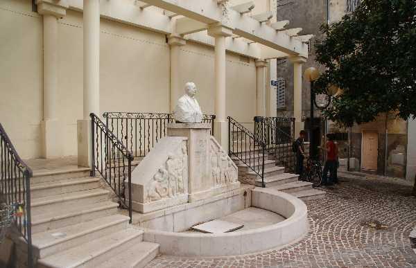 Square Jean Bouissou