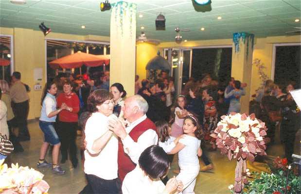 Tropical Dancing Café