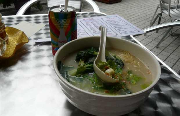 Comiendo noodles en Hong Kong