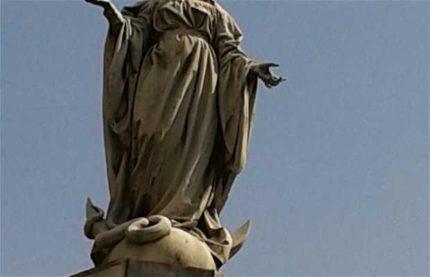Estatua de Nuestra Sra. De la Gloria