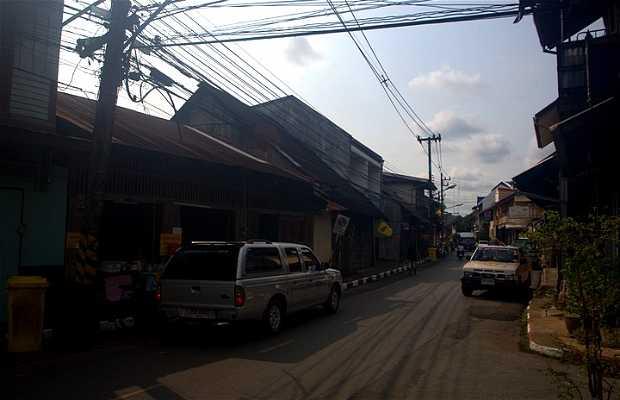 La strada Thana Charoen a Trat