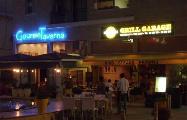 """Restaurantes """"Grill Garage"""" y Goumet Taverna"""""""