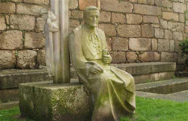 Escultura del Arzobispo Lago González
