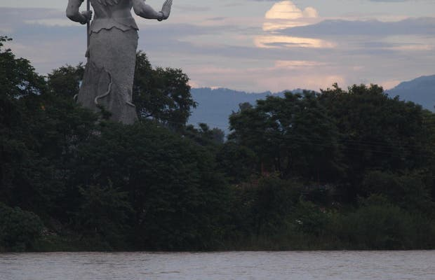 Estatua de Shiva gigante