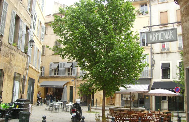 Plaza de trois Ormeaux