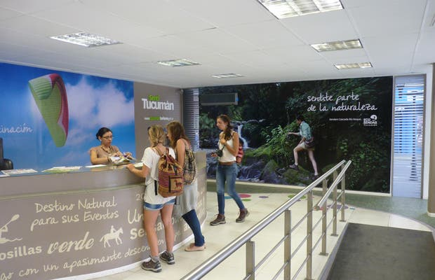 Oficina de turismo de la plaza de independencia en san for Oficina de turismo de mijas