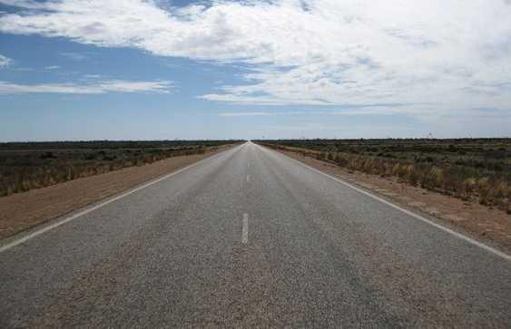 La más larga carretera recta en Australia
