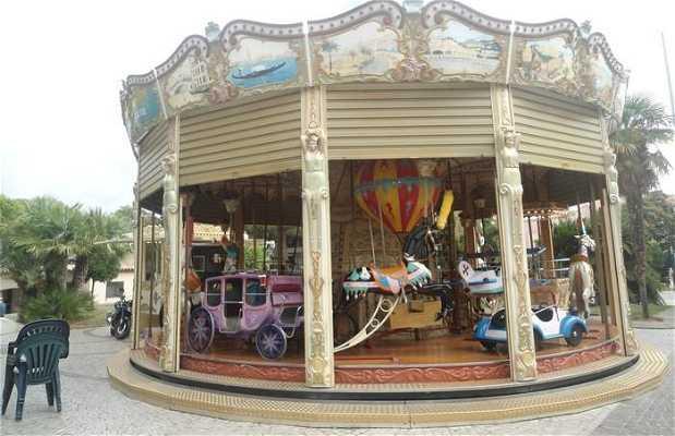 Le carrousel de la Place des Martyrs