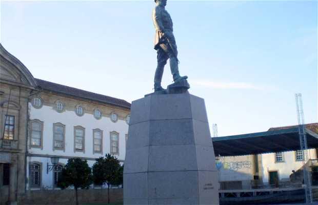 Monumento a Gomes da Costa