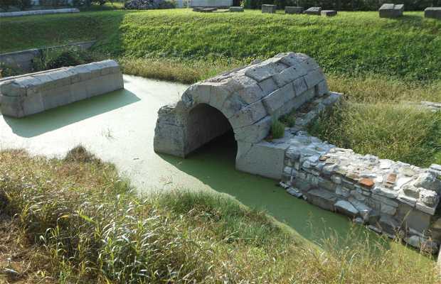 Restos del puente en la via Annia