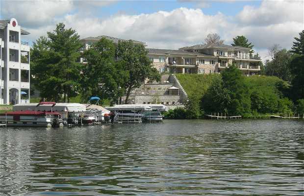 El Lago Delton