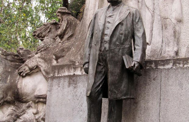 Monumento al Dr. Bernardo de Irigoyen