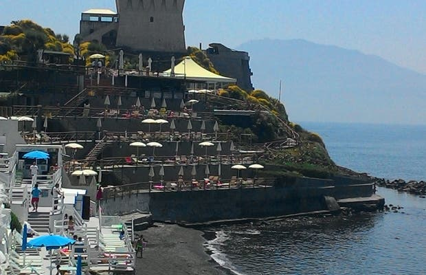 Torre bassano e spiagge limitrofe a torre del greco 1 - Piscina torre del greco ...