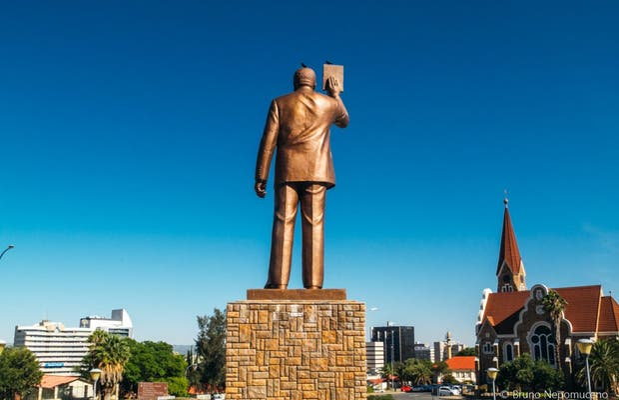 Estátua de Sam Nujoma