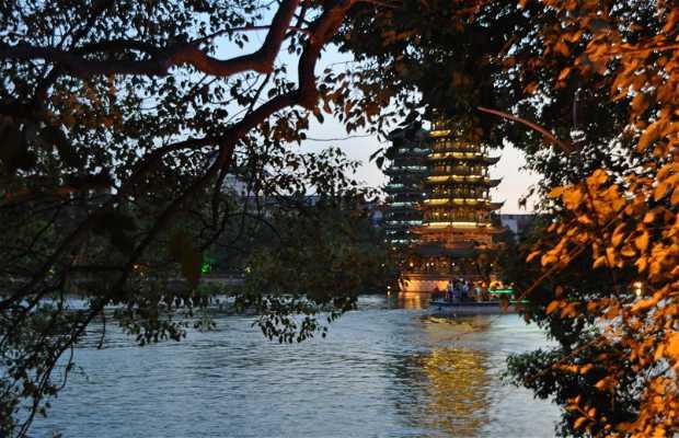 Pagodas del Sol y la Luna