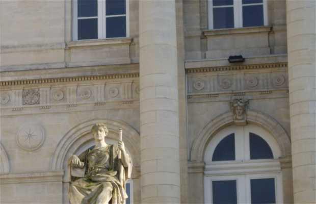 Statues Palais de Justice