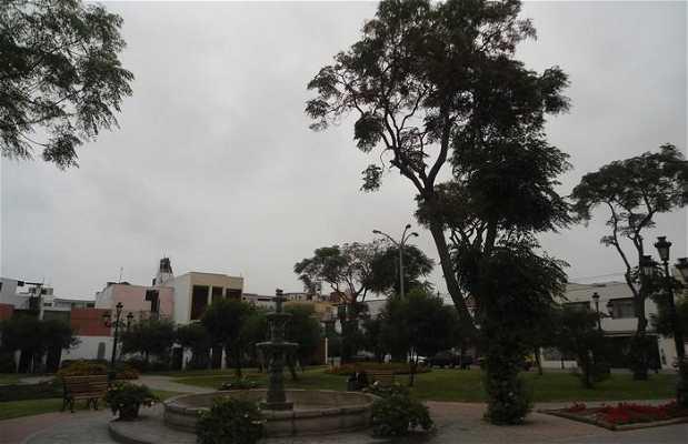 Plaza del museo Larco