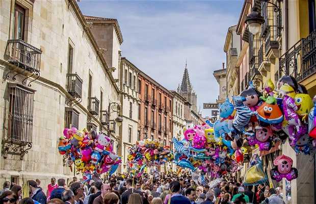 Calle Ancha de León en Semana Santa