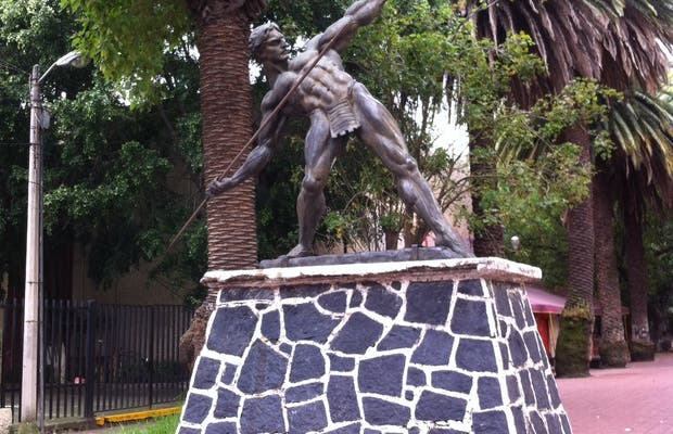 Monumento Hombre con jabalina