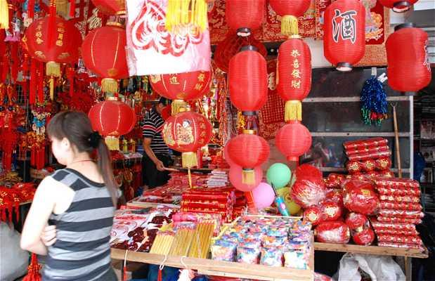 Tiendas de adornos chinos en la ciudad antigua