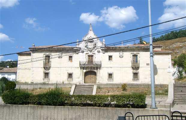 Big House: Monumental facade