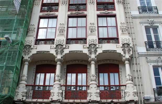 13 Lugo square modernist building