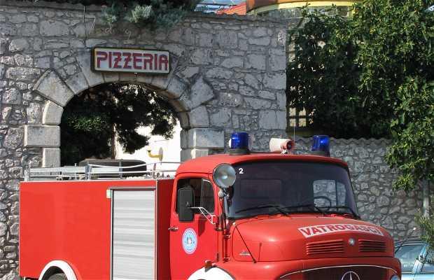 Pizzeria Zora Restaurant