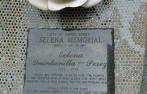 Selena Memorial Statue