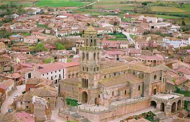 Vista aérea de la torre e iglesia