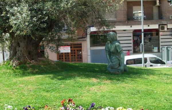 Estatuas a los olivareros