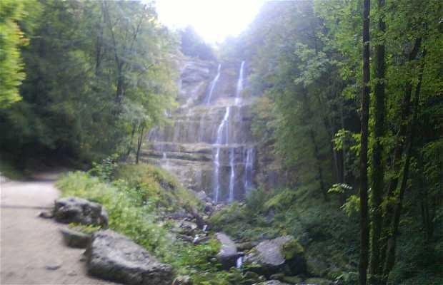 La cascata di Hedgehog a Doucier