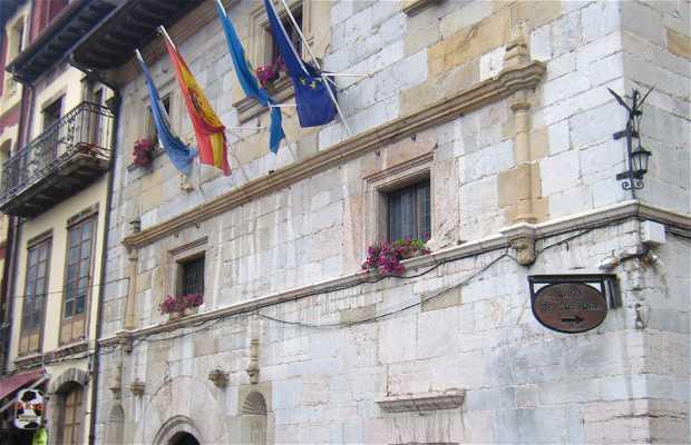 Palacio de la familia Prieto-Cutre . Ayuntamiento