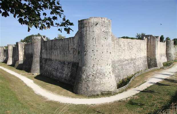 Las Murallas de Provins y torre St Jean