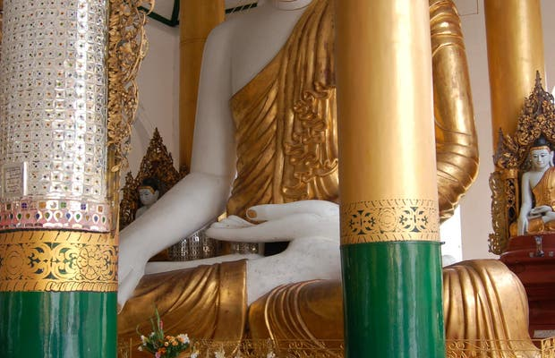 El gran Buda de Shwedagon Paya
