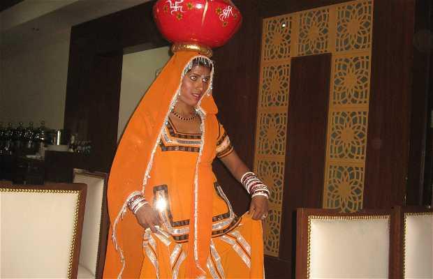 con espectáculo danzas hindú Restaurant